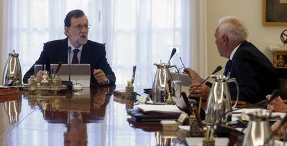 Mariano Rajoy y José Manuel García Margallo durante el Consejo de Ministros.