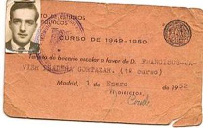 Carné de Javier Pradera del Centro de Estudios Políticos de 1952, cuando tenía 18 años.