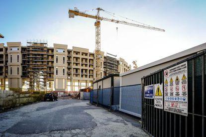 Vista del Crescent, proyecto en construcción de<NO1>en<NO> Salerno, en Italia.