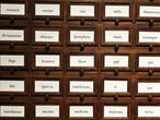 Armario de la Real Academia Española (RAE) donde se almacenan fichas de palabras sobre las que se debate.