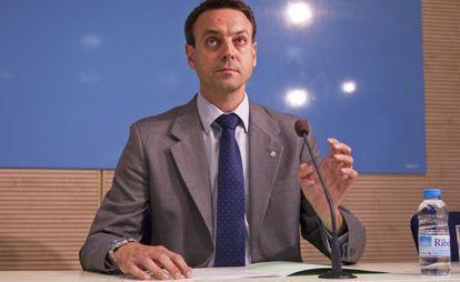 Manel Prat, ayer en el momento de anunciar su dimisión
