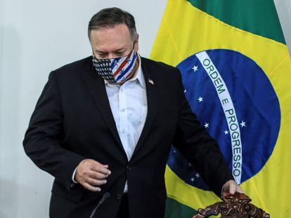 El secretario de Estado de EEUU, Mike Pompeo, y el canciller brasileño, Ernesto Araújo (fuera de cuadro), ofrecen una rueda de prensa este viernes 18 de septiembre en Pacaraima (Brasil).
