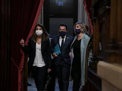 06/10/2020 - Barcelona - Parlament de Cataluña. Pleno monográfico sobre la Covid-19. Meritxell Budo, Pere Aragonés y Alba Verges. Foto: Massimiliano Minocri