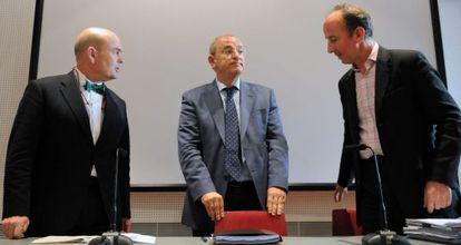 Fernando Villalonga (izquierda) como presidente de Madrid Destino, y su 'número dos', Timothy Chapman.