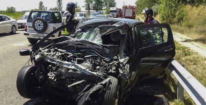 Los bomberos intervienen en un accidente ocurrido en Órbigo (Léon), la pasada semana.