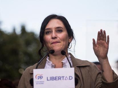 La presidenta de la Comunidad de Madrid y candidata a la reelección, Isabel Díaz Ayuso, este lunes en el municipio de Fuenlabrada.