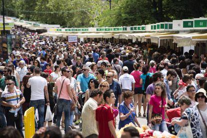 Gran afluencia de visitantes en la Feria del Libro, el pasado 5 de junio.