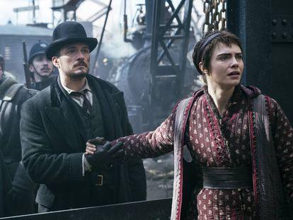 Orlando Bloom y Cara Delevingne, protagonistas de 'Carnival Row'.