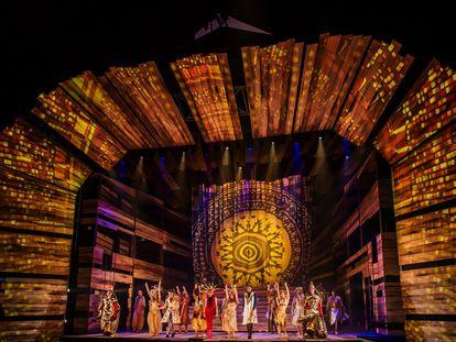 El gigantesco escenario de '33', el musical que ha alojado Ifema durante dos temporadas.