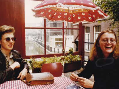 Stieg Larsson y su compañera, Eva Gabrielsson, en un momento del documental.