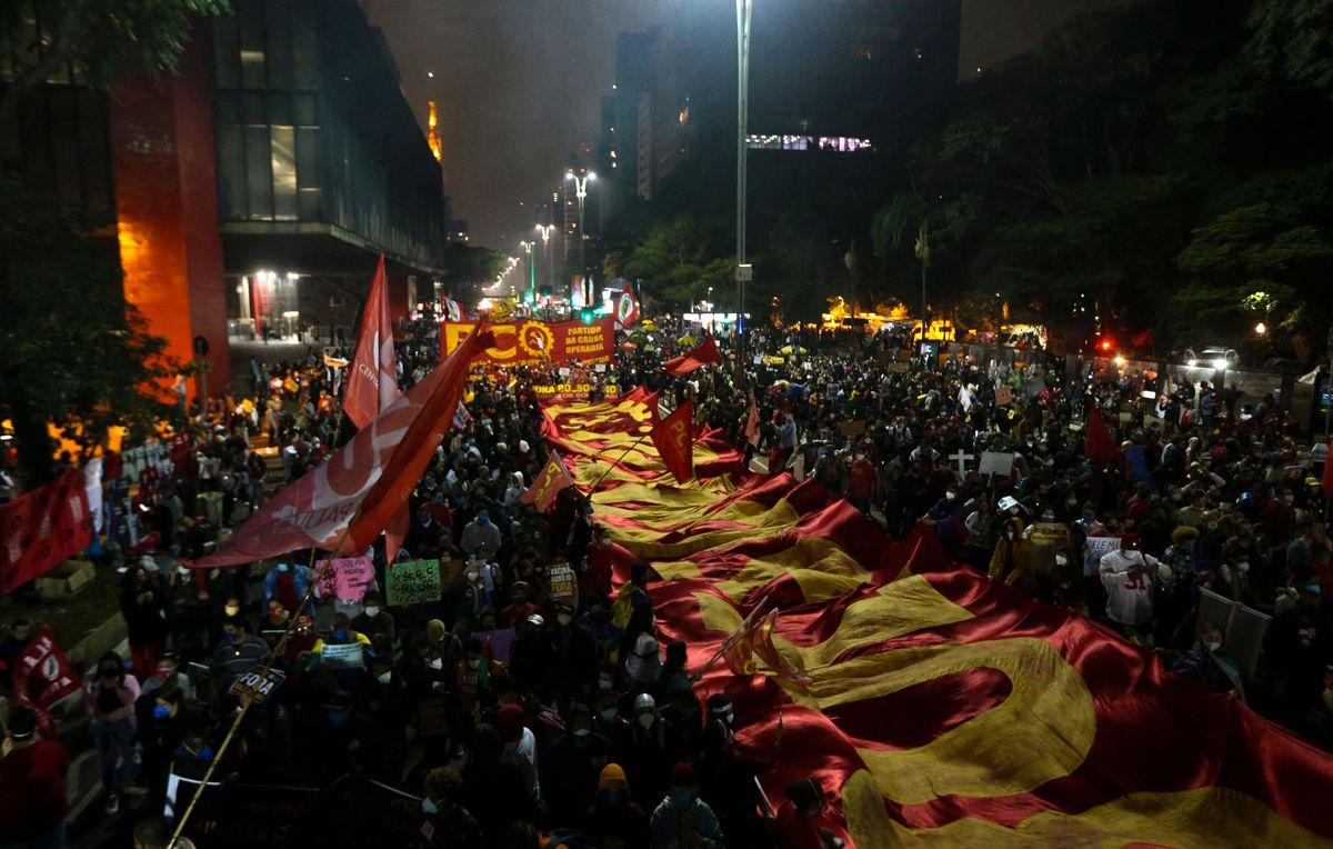 """""""Fuera Bolsonaro"""", el grito de cientos de miles de personas en una marcha en todo Brasil"""