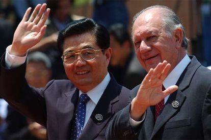 El presidente chino, Hu Jintao (izquierda), y el presidente chileno, Ricardo Lagos, ayer en Santiago de Chile.
