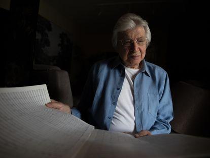 Manuel Alejandro, en su casa de La Moraleja, en Madrid, este lunes.