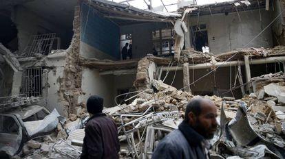 Daños causados por los bombardeos sirios en Guta Oriental, cerca de Damasco.
