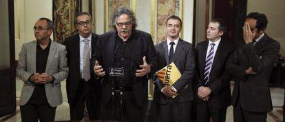 El portavoz de ERC, Joan Tardá, acompañado por representantes de partidos catalanes de la oposición -PSC, CiU, ICV y ERC-piden la retirada de la Lomce.