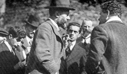 Max Weber, de perfil y con barba, en Múnich en 1919.