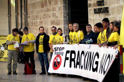 Representantes de la Plataforma Antifracking de Castellón