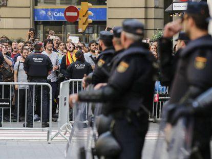 Manifestacón ante la Jefatura Superior de Policia Nacional en Barcelona