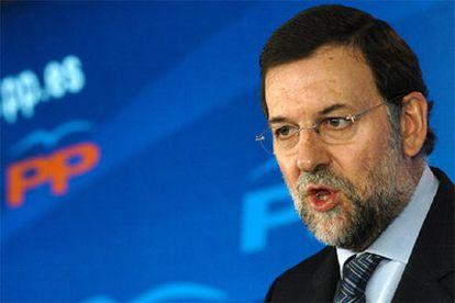 El presidente del PP, Mariano Rajoy, durante la rueda de prensa en la que ha analizado la reunión entre el PSE y Batasuna.