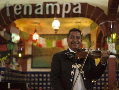 Mariachi en el el tradicional Salón Tenampa de la plaza Garibaldi.