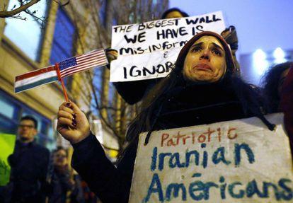 Becky Perlman, una inmigrante iraní durante una protesta contra el veto migratorio de Trump el 26 de enero.