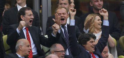 Rajoy celebra el gol de España a Italia en Gdansk, en la Eurocopa 2012.