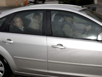 Ángel Carromero llega en coche a la cárcel de Segovia.