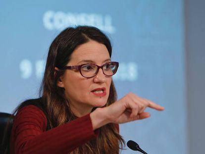 La vicepresidenta y consejera de Igualdad, Mónica Oltra, tras el pleno del Consell.