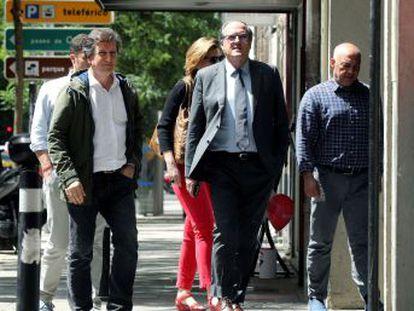 Todo depende de Ciudadanos, que insiste en que no apoyará al PSOE, mientras Vox le exige sentarse a negociar con ellos