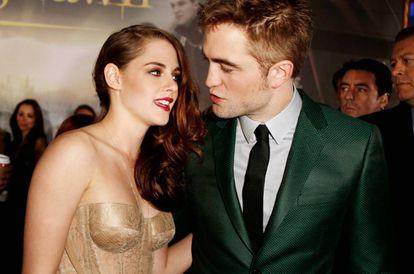Kristen Stewart y Robert Pattinson, en los últimos coletazos de su relación, en el estreno de 'Amanecer, parte 2' en Los Ángeles, California, en 2012.