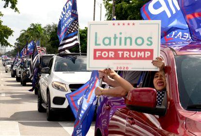 Simpatizantes del presidente Donald Trump en Miami Florida.