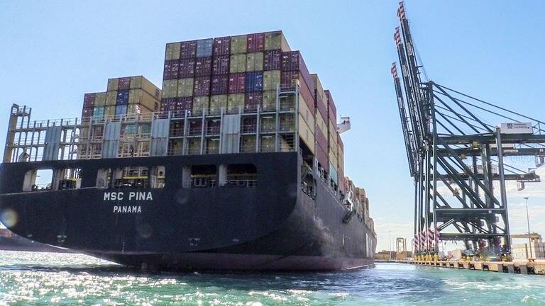 Un buque en el Puerto de Valencia.