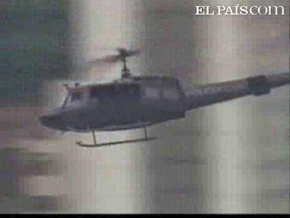 Un grupo de narcotraficantes ha abatido a tiros un helicóptero de la policía en Rio de Janeiro y ha sembrado el miedo en el norte de la ciudad.Los enfrentamientos han dejado un total de 12 muertos, ocho heridos, un helicóptero de la policía abatido y un camión y diez autobuses incendiados. El pánico ha estado presente en los barrios de la zona norte de Río, donde las ráfagas y los disparos fueron el sonido ambiente durante toda la jornada. El conflicto estalló por una disputa entre bandas rivales en una favela, pero los narcotraficantes atacaron a la policía cuando esta se disponía a calmar el enfrentamiento.
