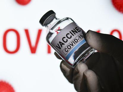 Vial de una de las vacunas que han solicitado autorización a la UE.