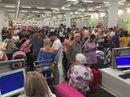 La compañía británica transporta cerca de 3,6 millones de viajeros a España en sus aerolíneas, la inmensa mayoría, a las islas