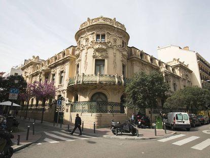 Fachada del palacio de Longoria, sede de la Sociedad General de Autores y Editores (SGAE), en la calle Fernando VI de Madrid.
