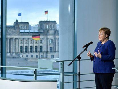 La canciller alemana,  Angela Merkel, se dirige a los medios el pasado 13 de marzo tras una reunión con los agentes sociales sobre el coronavirus.