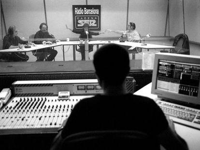 Gemma Nierga dirige una emisión del programa 'La ventana' desde Radio Barcelona