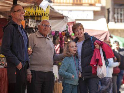 Una familia, en Manzanares el Real (Madrid).