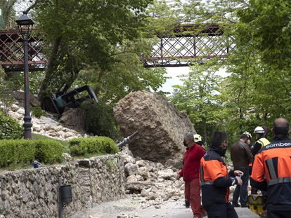 Vista del muro que se ha derrumbado este miércoles en el acceso peatonal a las Casas Colgadas de Cuenca.