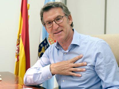 El presidente de la Xunta y candidato del PP a las elecciones gallegas, Alberto Núñez Feijóo, en una foto subida a Twitter tras conocer los resultados de los comicios.