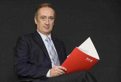 Juan Diego posa en la sede de Beaz en Bilbao en un momento de la entrevista.