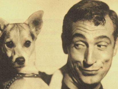 Gila, en una imagen promocional de 1963 con su perro, 'Cinco'.