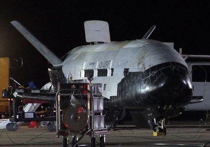 El X-37B, tras su aterrizaje en la base aérea de Vandenberg (California) el pasado 3 de diciembre
