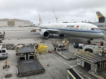 Un avión de Air China en el aeropuerto internacional de Los Angeles, el pasado 24 de mayo.