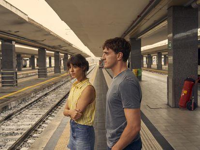 Daisy Edgar Jones y Paul Mescal en un instante de la serie 'Gente normal'.
