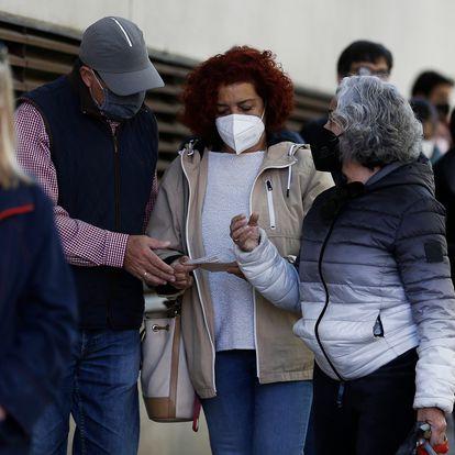 DVD 1052 (04 05 21). Madrid. Elecciones a la Comunidad de Madrid 4-M.  Ambiente electoral y colas en el Centro municipal de Mayores Carmen Laforet.. © LUIS SEVILLANO.