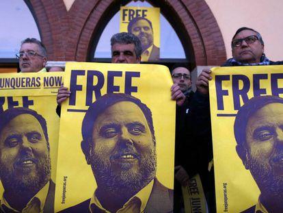 Protesta por el encarcelamiento de Oriol Junqueras en Sant Vicenç dels Horts (Barcelona), el pasado mes de febrero.