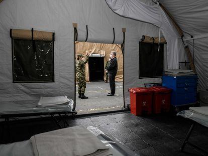 El presidente Iván Duque visita un centro de eventos adecuado como apoyo hospitalario para atender la emergencia sanitaria.