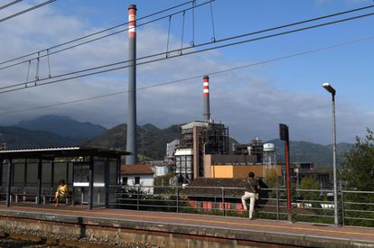 Vista de la central térmica de ciclo combinado de Soto de Ribera, en Asturias.